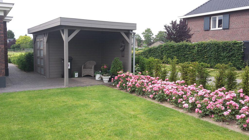 Tuinontwerp tuinaanleg borders beplanting terras grasveld overkapping tuinhuis